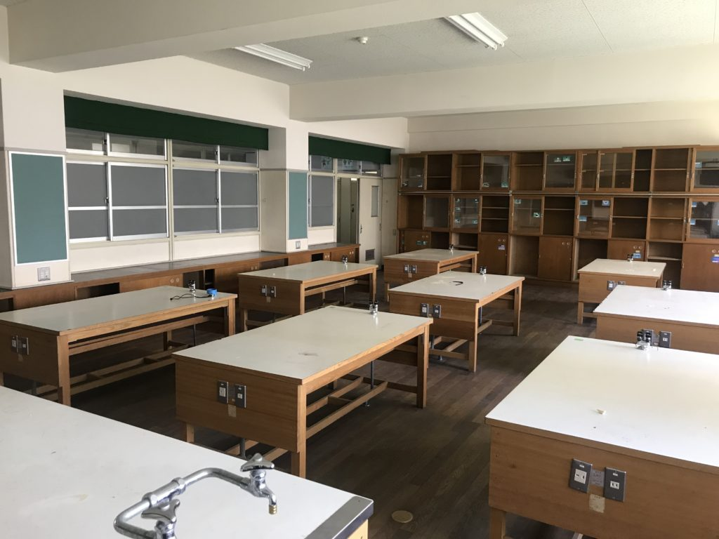 湊山小学校の理科室